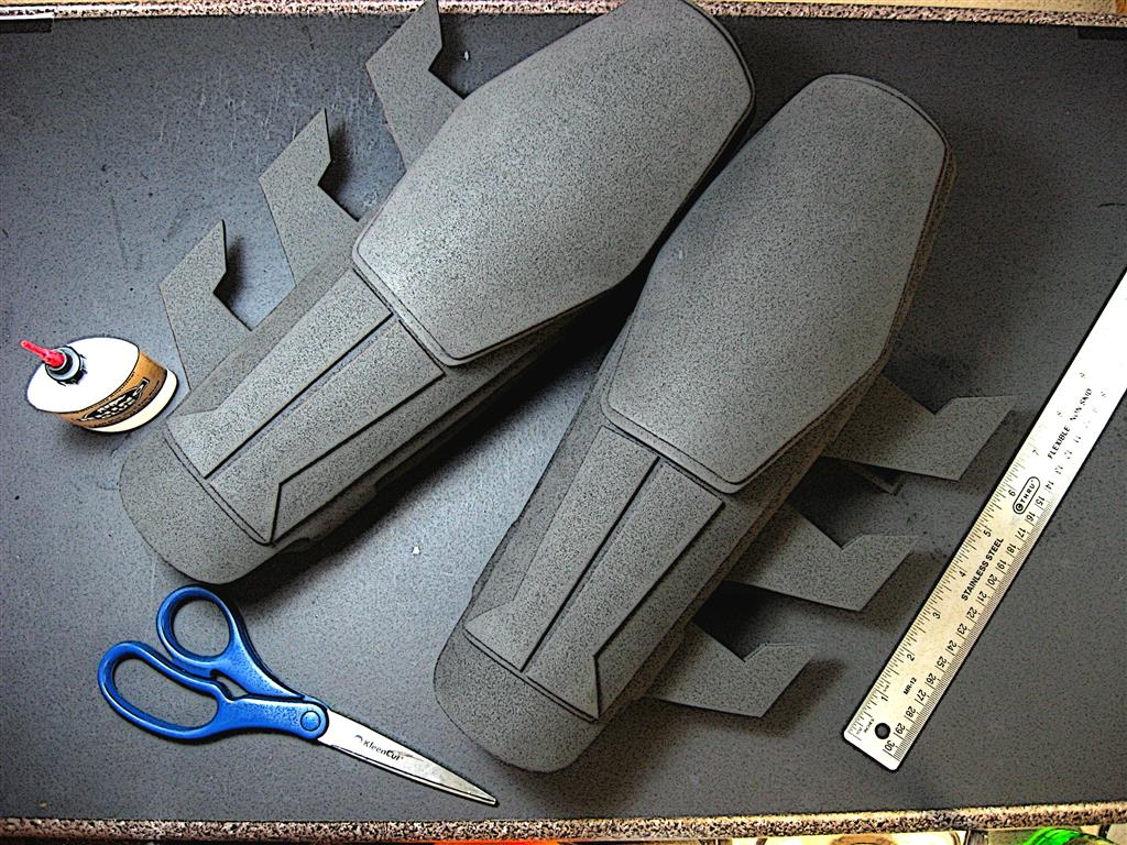 how to make batman arkham origins gauntlets